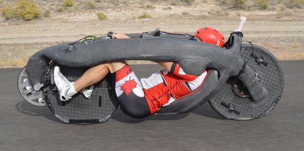 Xe đạp thiết kế lạ đạt vận tốc hơn 144 km/h