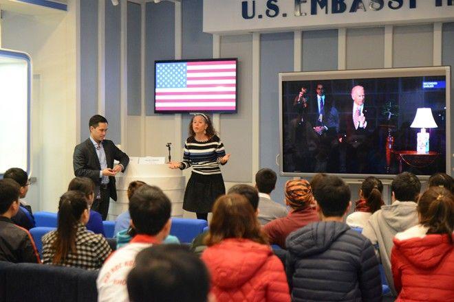 Người dân Hà Nội nghe Obama đọc Thông điệp Liên bang