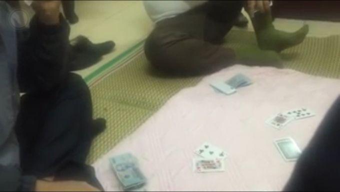 Hải Dương: Lộ clip Trưởng công an phường đánh bài ăn tiền tại trụ sở?