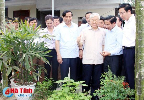 Tong Bi thu Nguyen Phu Trong kiem tra san xuat tai Ha Tinh - Anh 10