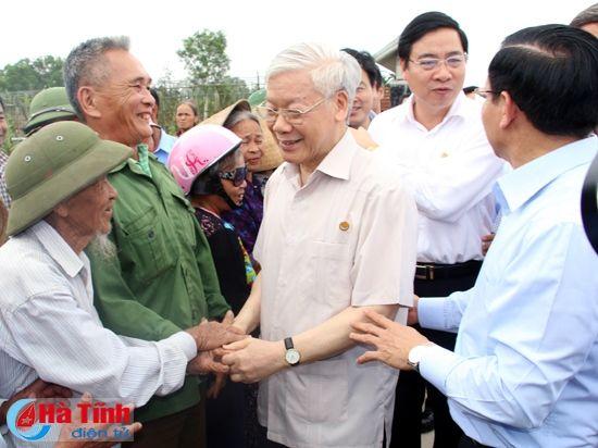 Tong Bi thu Nguyen Phu Trong kiem tra san xuat tai Ha Tinh - Anh 11