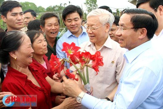 Tong Bi thu Nguyen Phu Trong kiem tra san xuat tai Ha Tinh - Anh 8