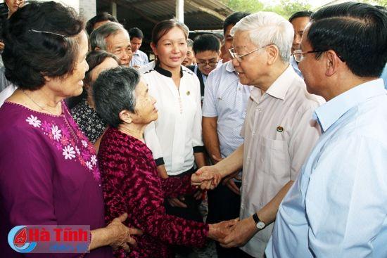 Tong Bi thu Nguyen Phu Trong kiem tra san xuat tai Ha Tinh - Anh 9
