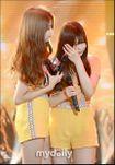 'Đánh bại' Wonder Girls, Heechul, GFriend khóc nức nở