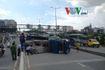Xe tải lật nhào, cầu Sài Gòn ùn tắc