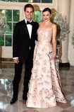 Miranda Kerr xuất hiện cực quyến rũ với nhẫn đính hôn kim cương