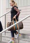Vợ Ibrahimovic tức tưởi dọn đồ ra khỏi khách sạn của M.U
