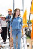 Bà mẹ hot nhất showbiz Việt Elly Trần giản dị đi từ thiện miền Tây