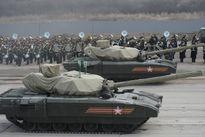 """Phó thủ tướng Nga tiết lộ nguyên nhân siêu tăng Armata """"tuột xích"""""""