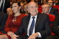 Quan chức FIFA bị bắt, Blatter phủi tay