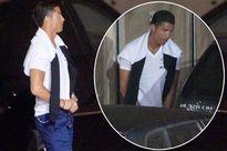 Cris Ronaldo lén lút tè bậy giữa đường