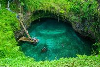 Choáng ngợp với cái hồ kỳ lạ nhất thế giới