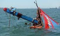 Bình Thuận: Cứu thành công 10 thuyền viên tàu cá gặp nạn