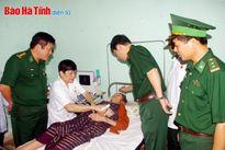 Khám, cấp thuốc miễn phí cho cho gần 500 người dân bản Thoong Pẹ
