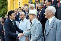 Chủ tịch nước tiếp Đoàn cán bộ Bộ Ngoại giao tiêu biểu qua các thời kỳ