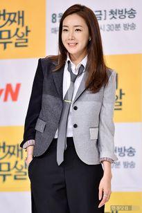 Choi Ji Woo mặc đồ nam tính vẫn xinh đẹp nổi bật