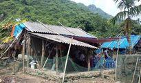 Hỗ trợ hộ gia đình khó khăn nhất xã Việt Hải xây nhà sau lũ lụt