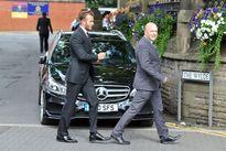 Becks về Anh dự tang lễ bố Gary Neville