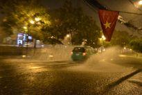 Hà Nội: Mưa lớn gây khó khăn cho người dân và lễ tổng duyệt 2-9