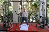 Putin khoe cơ thể cường tráng trong phòng gym