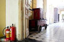 Xe cứu hỏa cổ, thang máy trăm tuổi ở Sài Gòn