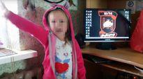 Bé gái 3 tuổi chào kiểu phát xít, đòi chém người Nga
