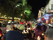 Đường phố Hà Nội nhộn nhịp trước ngày Quốc khánh
