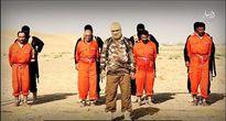 IS lại gây sốc bằng cách treo ngược tù nhân và thiêu sống trên xích sắt