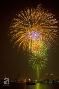 """Người dân """"mãn nhãn"""" với màn pháo hoa lung linh chào mừng Quốc Khánh"""