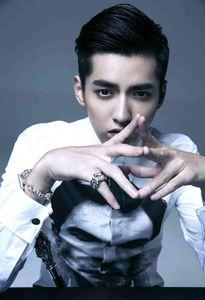 Kris bỏ EXO vì không chịu nổi hợp đồng 10 năm