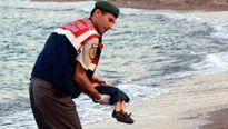 Nỗi đau của cha em bé di cư thiệt mạng trên biển