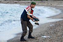 Câu chuyện về bé trai tử nạn trên biển châu Âu trên đường tị nạn