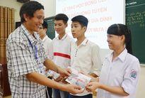 3.000 học sinh vùng lụt đã nhận được học bổng từ tiền bán siêu xe Rolls Royce