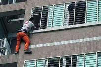 Vắt vẻo ngoài cửa sổ tầng 7 suốt đêm vì ngoại tình