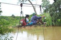 Gia Lai: Tháo dỡ cáp treo người dân dùng để đu qua suối