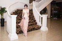 Hoa hậu quý bà Bùi Thị Hà, quý phái quyến rũ với chiều cao nổi bật