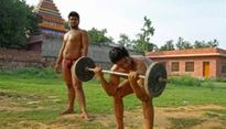 """Khám phá ngôi làng toàn trai """"6 múi"""" ở Ấn Độ"""