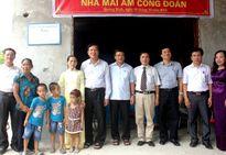 """Bộ GDĐT trao nhà """"mái ấm công đoàn"""" tại Quảng Bình"""