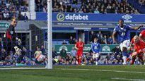 Hàng thủ sai lầm, Liverpool ngậm ngùi chia điểm với Everton