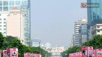 """Người Sài Gòn bị hạn chế tầm nhìn vì """"mù khô"""" kín đặc đường phố"""