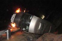 Tin TNGT: Container húc xe con như phim, tàu hỏa đâm kẻ ngáo đá