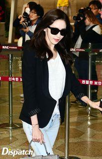 Tiffany đụng áo Jessica, Sunny khoe túi trái tim cute