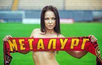 Siêu mẫu Ukraine lột đồ cứu đội bóng yêu thích