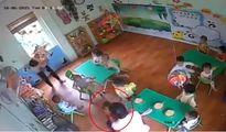 Hà Nội: Lại xuất hiện clip cô giáo lay giật đầu trẻ mầm non vì ăn chậm