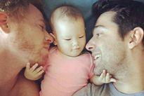 Cặp đồng tính nam giành quyền nuôi con gái