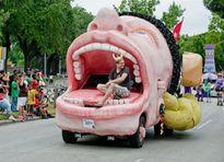 Dân chơi phát sốt với những chiếc ô tô quái dị