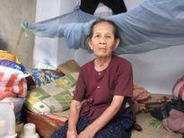 Mẹ già 84 tuổi bán xôi dạo nuôi con trai bị tai biến