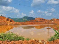 Khai thác khoáng sản đang đẩy người dân vào bước đường cùng