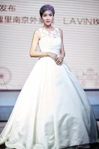 Cuộc đời lận đận của Hoa hậu châu Á bị đánh ghen công khai