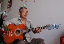 Ông Sáu cụt tay và cây guitar phím lõm